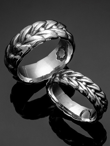 LAUREL BAND RING